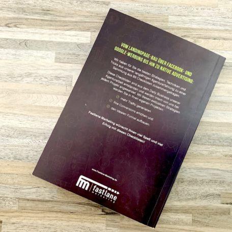 Die Rückseite von dem Checklisten-Buch