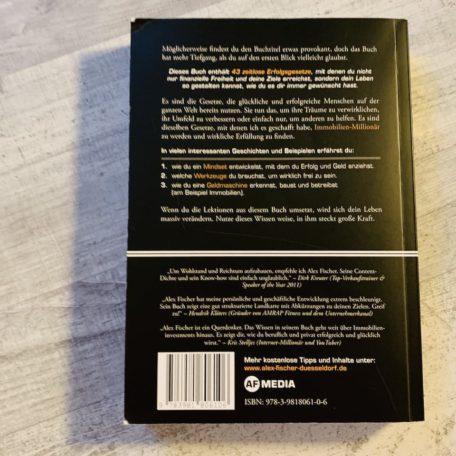 """Die Rückseite von dem Buch """"Reicher als die Geissens"""""""