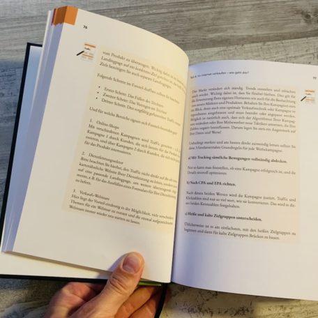 Seite 76 und 77 in dem Hardocover Buch